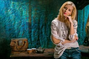 Irina Bivol, o bunicuta sexy! Cum a pozat artista cu nepotelul sau in brate - FOTO