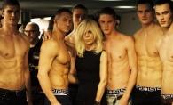 Donatella Versace sta ore in sir la sala de sport. Cum arata controversata creatoare de moda la 62 de ani - FOTO