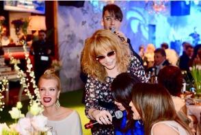 Alla Pugaciova si Maxim Galkin au dat o mega petrecere in clubul de noapte a lui Filip Kirkorov. Printre invitati s-a numarat si Jasmin Shor - VIDEO