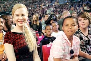 Bella Cruise incearca sa se impace cu mama ei adoptiva, Nicole Kidman. Iata cum au reusit cele doua sa ajunga la un numitor comun - FOTO