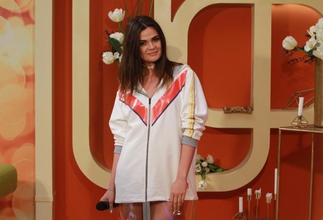 """Katy Rain, despre rochia de 7 kilograme, cu care a atras toate privirile la un eveniment monden: """"A fost extrem de grea. Intradevar nu ma simteam foarte comod in ea..."""" - VIDEO"""