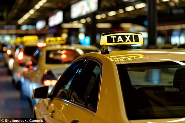 Le recita poezii si le canta in timp ce ii plimba cu taxiul. Descopera povestea impresionanta a lui Nicolae Sirbu - VIDEO