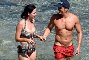 Katy Perry arata ca este indragostita de Orlando Bloom in cel mai amuzant mod. Iata cum a pozat artista - FOTO