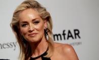 Sharon Stone, in costum de baie la 60 de ani. A fost surprinsa la plaja alaturi de iubitul cu 20 de ani mai tanar - FOTO