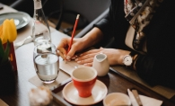 Plateste cu poezie, alaturi de celebrul cantaret britanic JP Cooper! Redescopera-ti creativitatea, la o ceasca de cafea sau ceai - FOTO