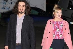 """Alexandra Stan i-a spus """"Da"""" iubitului ei, Bogdan Staruiala. Interpreta a fost ceruta in casatorie in direct la TV - FOTO"""