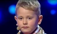Un baietel din Moldova a ridicat sala in picioare la