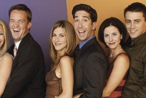 """De ce a fost aleasa culoarea mov pentru apartamentul din """"Friends""""? Nu este intamplator - FOTO"""