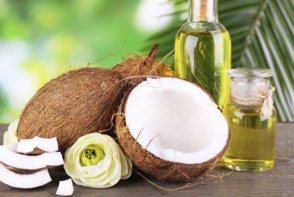 Tot ce trebuie sa stii despre uleiul de cocos. Miroase genial si iti hidrateaza pielea si parul - FOTO