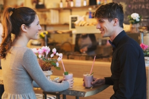 Invata cum sa te comporti la prima intalnire. 7 sfaturi pe care trebuie sa le urmezi