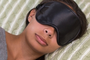 Fa aceste trucuri ca sa te trezesti frumoasa si odihnita. Iata cateva tratamente faciale pentru noapte