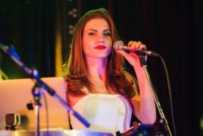A facut actorie si a luat titlul de Miss, dar marea ei pasiune a fost mereu muzica. Cunoaste-o pe Olesia Spiridonova, tanara care nu a renuntat la visul sau - FOTO