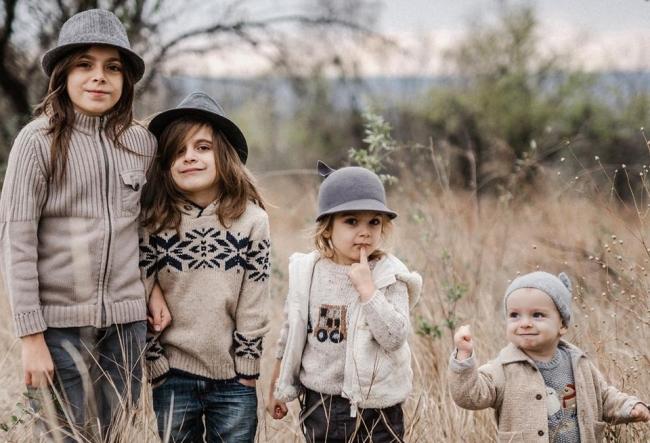 Fotografa Marianna Petrenko i-a deghizat pe cei patru copii ai ei in iepurasi si i-a provocat la un joc. Cum s-au descurcat, dar si ce cadouri interesante au primit micutii - VIDEO