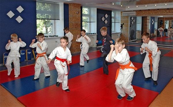 Esti in cautare de noi ocupatii in timpul liber pentru copilul tau? Micutii care practica deja taekwondo cu siguranta il vor impresiona pe piciul tau - VIDEO