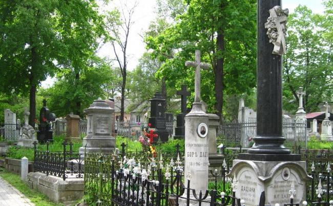 Lumea deja se pregateste de Pastele Blajinilor. Cu cine s-a intalnit Andrei Nistreanu, la un cimitir din capitala - VIDEO