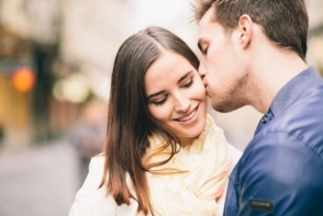 25 de moduri prin care barbatul iti arata ca te iubeste. Iata care sunt gesturile care il dau de gol