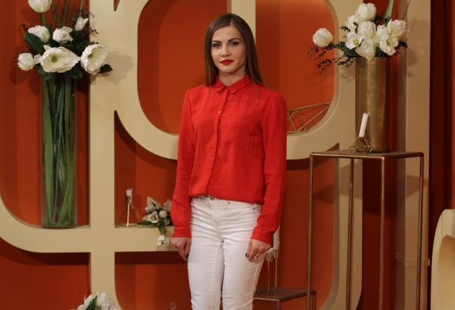 Desi face parte dintr-o trupa care deja are succes, Olesea Spiridonova a decis sa se lanseze si solo. Cum suna noua ei productie, dar si de ce interpreta a ales un nume de scena atat de deosebit - VIDEO