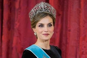 Regina Letizia a defilat ca pe podium. A fost ravisanta la o gala si toti barbatii au admirat-o cu nesat - FOTO