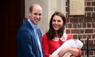 Primele fotografii cu al treilea bebelus al Ducilor de Cambridge. Kate Middleton si sotul sau, Printul William al Marii Britanii, l-au prezentat, in fata maternitatii - VIDEO