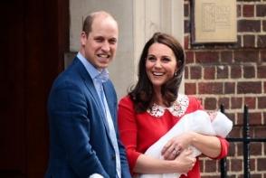 Primele fotografii cu al treilea bebelus al Ducilor de Cambridge. Kate Middleton si sotul sau, Printul William al Marii Britanii, l-au prezentat, in fata maternitatii - VIDEO