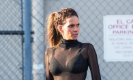 Halle Berry a ramas topless pe strada si a fost surprinsa de paparazzi! Bluza i-a jucat feste
