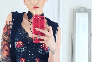 O artista din Moldova s-a ras in cap si s-a acoperit de tatuaje. Cum arata aceasta acum - FOTO
