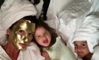 Xenia Borodina isi asorteaza tinutele cu ale fiicelor sale. Prezentatoarea le imbraca pe fete la fel - FOTO