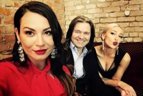 Una dintre cele mai populare vloggerite din Rusia s-a maritat! Tanara a purtat 5 rochii de mireasa - VIDEO