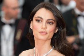 Catrinel Menghia a eclipsat-o pe Irina Shayk la Cannes. Modelul roman arata senzational in culoarea pasiunii - VIDEO
