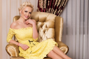 Anisoara Loghin, intr-o tinuta indrazneata. Uite cat de seducatoare a fost intr-o rochie scurta cu decolteu - VIDEO