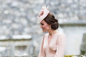 Kate Middleton a purtat o tinuta pe care o poti avea si tu. Ducesa de Cambridge prefera tinutele stylish - FOTO