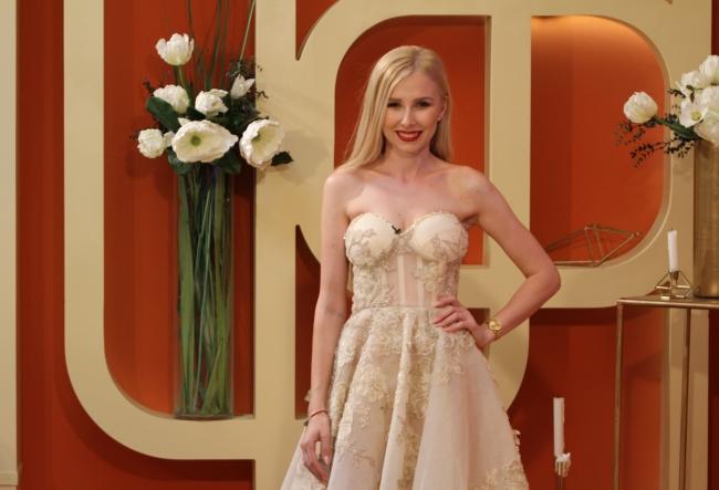 """Marina Guzic: """"Sunt blonda, dar sunt desteapta..."""" Fosta insotitoare de bord va reprezenta Moldova la un celebru concurs de frumusete din afara tari - VIDEO"""