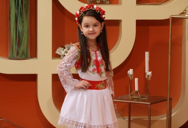 Are doar 6 ani, insa canta de la varsta de 3 ani! Cunoaste-o pe Nicoleta Dolganiuc, moldoveanca ce se mandreste cu premii importante obtinute la concursuri internationale - VIDEO