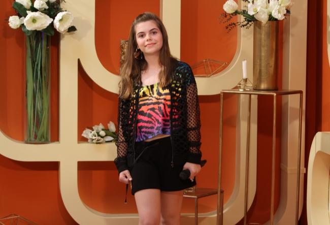 Alessia Vlad este un star in devenire din Romania, face ore de canto la scoala celebrei Loredana Groza, insa a venit sa se lanseze in Moldova. Care o fi motivul? VIDEO