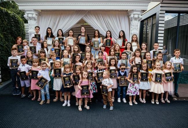 Modele cu acte in regula! Peste 60 de copii din capitala au absolvit cu brio scoala de modelling, iar obiectivele lor sunt surprinzatoare - VIDEO