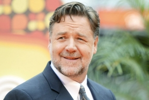 Russell Crowe a ajuns de nerecunoscut! Kilogramele in plus si barba lunga l-au transformat complet - FOTO