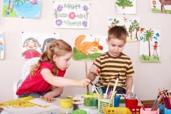 Copiii de la tabara de nutritie, nu doar invata lucruri noi despre un mod sanatos de viata, dar si isi dezvolta imaginatia. Picii au desenat niste briose tare apetisante - VIDEO
