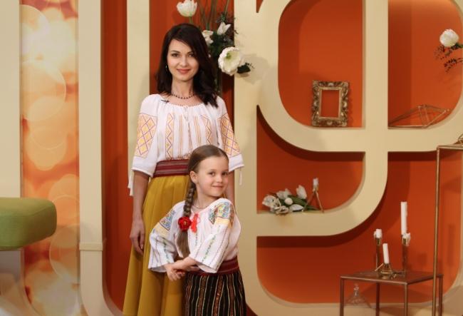 Calca pe urmele mamei sale! Nicoleta Sava-Hanganu a venit impreuna cu fetita ei, Dragostina - VIDEO