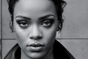 Rihanna a comis cateva jafuri! Vezi cum a fost surprinsa - VIDEO