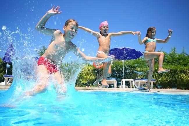 Marea balaceala la piscina! Petrecerea data de Teodor Radulescu pentru copiii de la tabara de vara, a fost una memorabila - VIDEO
