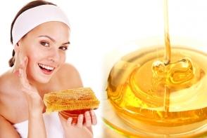 Elixirul tineretii este ascuns intr-o lingura de miere. Iata cum sa o folosesti pentru a amana batranetea - FOTO