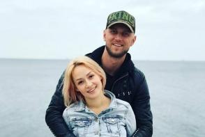 Sotia lui Serj Ialovitschi, Lana, indragostita pana peste urechi: