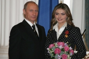 Alina Kabaeva, in cea mai sexy tinuta a sa: Uite cum arata cu un decolteu imens si bijuterii opulente - FOTO