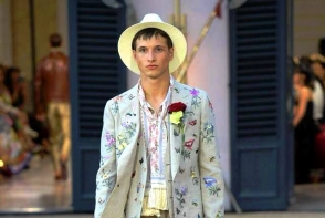 Moldoveanul Vadim Mamot a defilat pentru Dolce & Gabbana, in cadrul unui show extravagant: