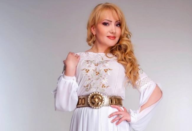 """""""Adriana Ochisanu este o interpreta cu care te duci cu placere oriunde..."""" Ce artist de la noi  o admira atat de mult pe cantareata - VIDEO"""