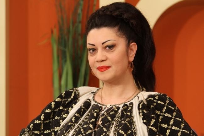Este interpreta de muzica populara si se mandreste cu mai multe tatuaje! Doina Arsene Grigoras, surprinsa cu un unul nou, pe o plaja din Turcia - FOTO