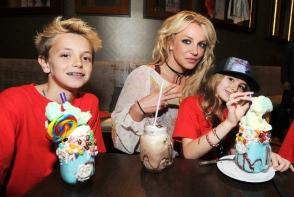 Britney Spears, alaturi de baietii ei. Iata ce mult au crescut cei doi - FOTO