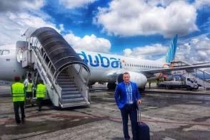 Viata inedita a unui steward in Dubai. Vadim Mihailov, despre etichetele si miturile jobului de vis: