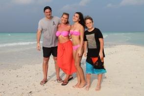 Alexia si Andreea Esca, asa mama, asa fiica. Vezi cum arata la plaja, in costume de baie sexy - FOTO