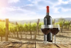 Te intrebi de ce fundul sticlelor de vin nu este niciodata drept? Afla ca forma aceasta nu este intamplatoare - FOTO